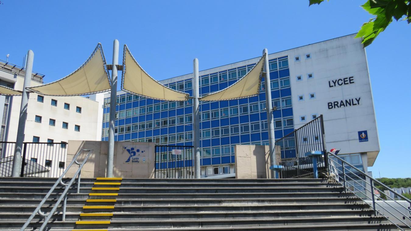 Le club de badminton de Boulogne se contente de deux lieux prêtés par la Ville provisoirement.