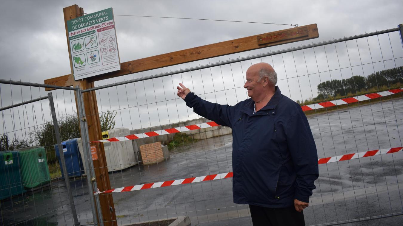 Gérard Goubelle reste de longues heures, sur le site, pour vérifier si les automobilistes sont bien de la commune. En leur montrant la pancarte et le règlement.