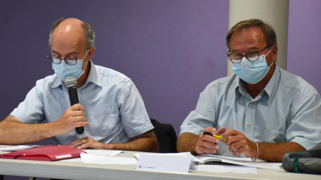Alain Vanhille (à droite) a récolté 11 voix de moins que Christine Gilloots, nouvelle maire de Bray-Dunes.