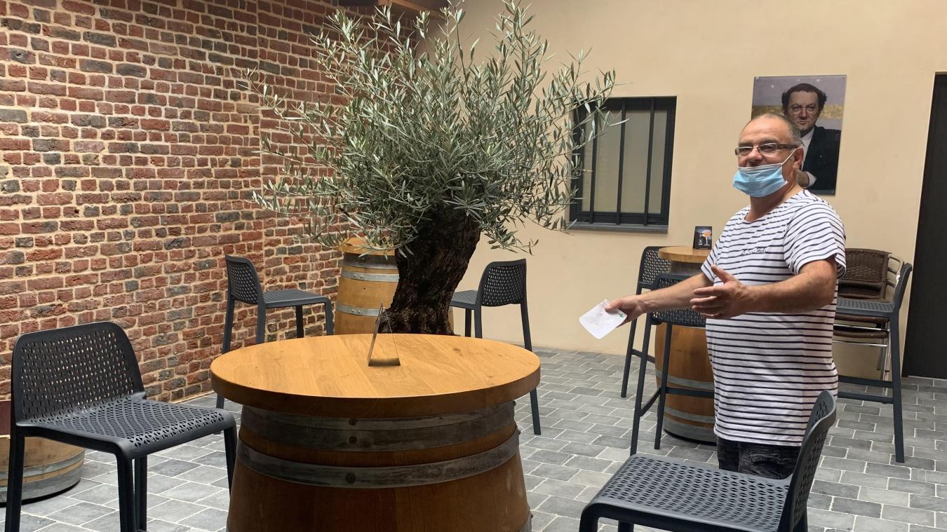 Le bar-tabac Saint-Hubert a déménagé dans un local beaucoup plus grand et entièrement refait à neuf. L'occasion pour le gérant, Jean-Pierre Regnault, de développer son activité.