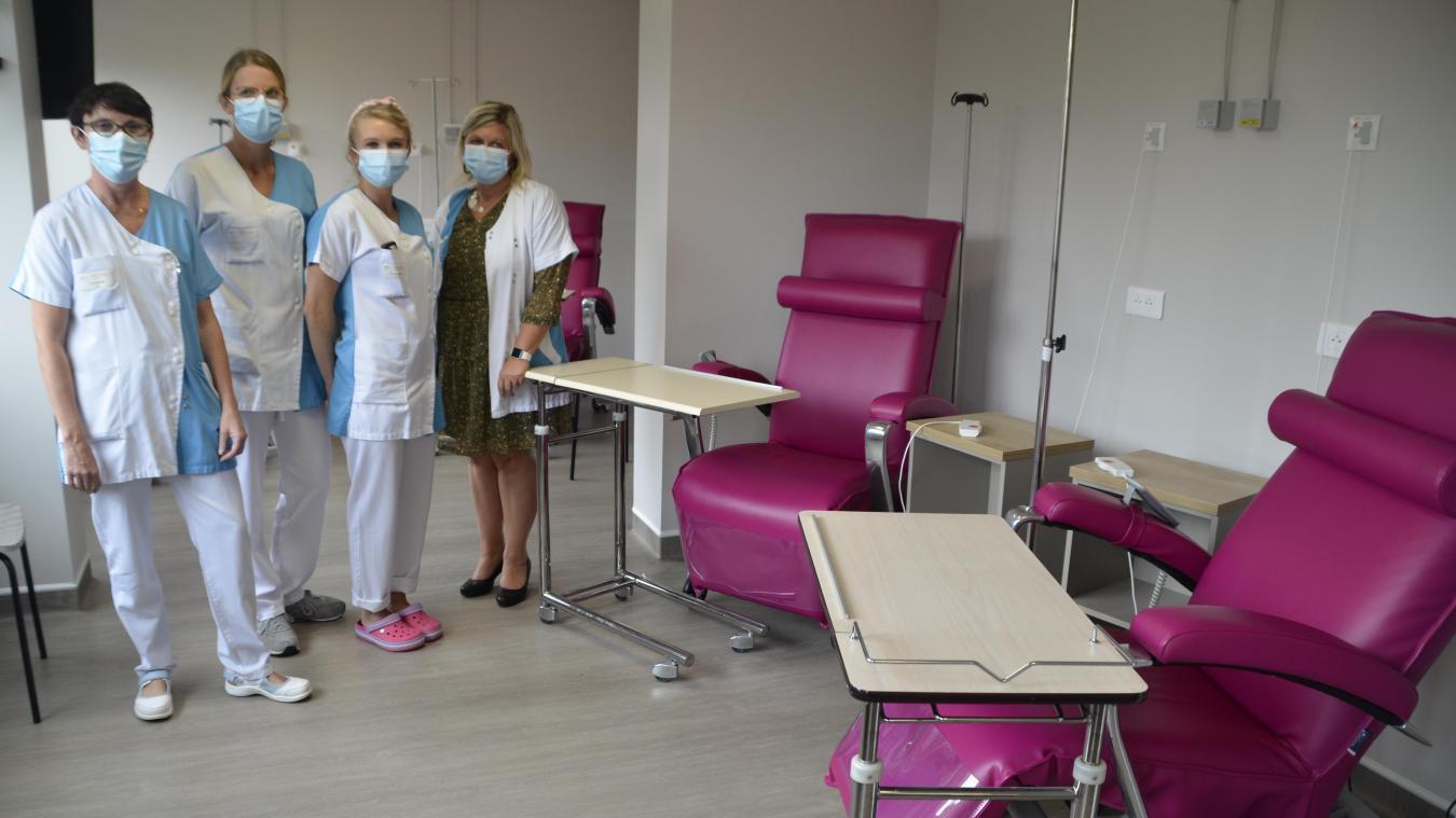 Les soignantes du plateau chimiothérapie dans l'un des nouveaux espaces de soin.