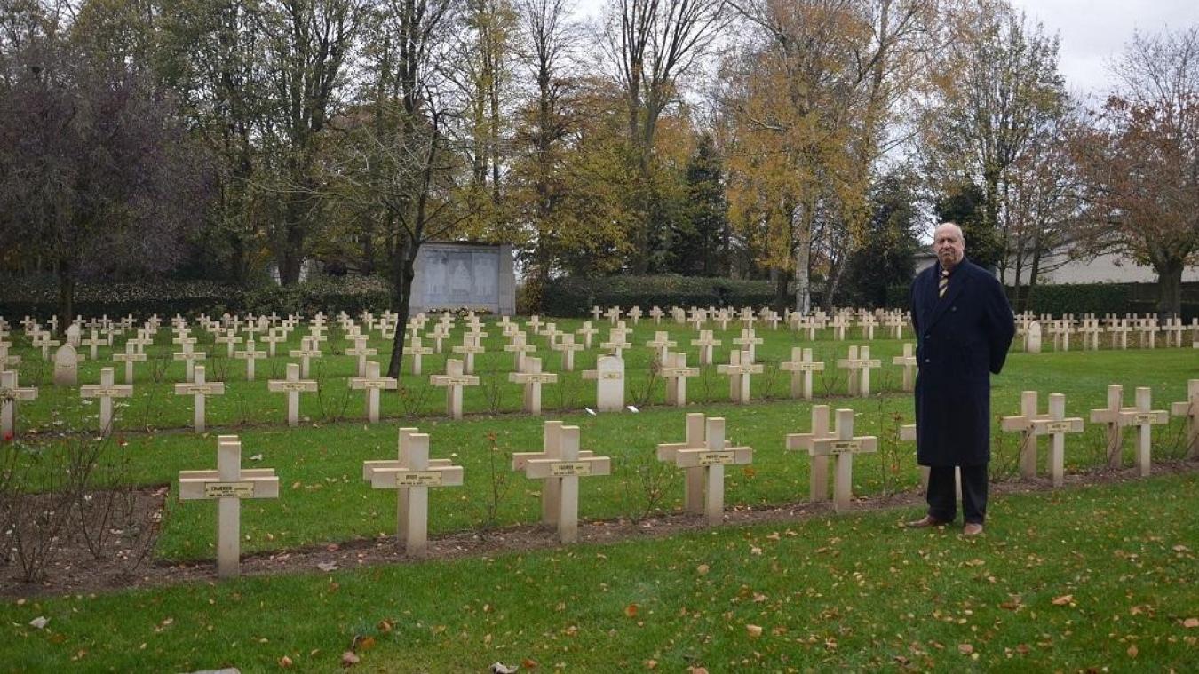 Patrick Lernout veut digitaliser toutes les données des soldats enterrés au cimetière militaire de Machelen-sur-Lys.