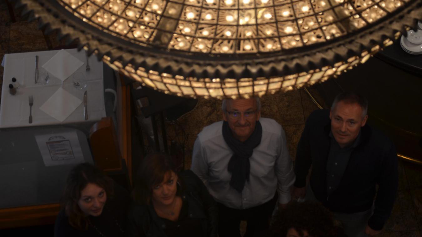L'équipe de direction de Sceneo était en visite à Calais vendredi 2 octobre. La Calaisienne Anne Trouart est la deuxième en partant du bas à gauche.