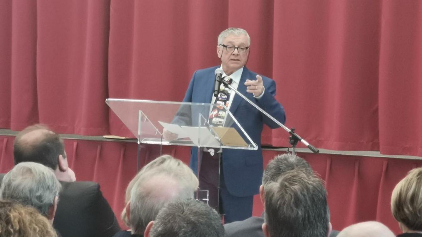 Le maire, Christian Fourcroy, justifie sa décision par les mesures énoncées par le préfet.