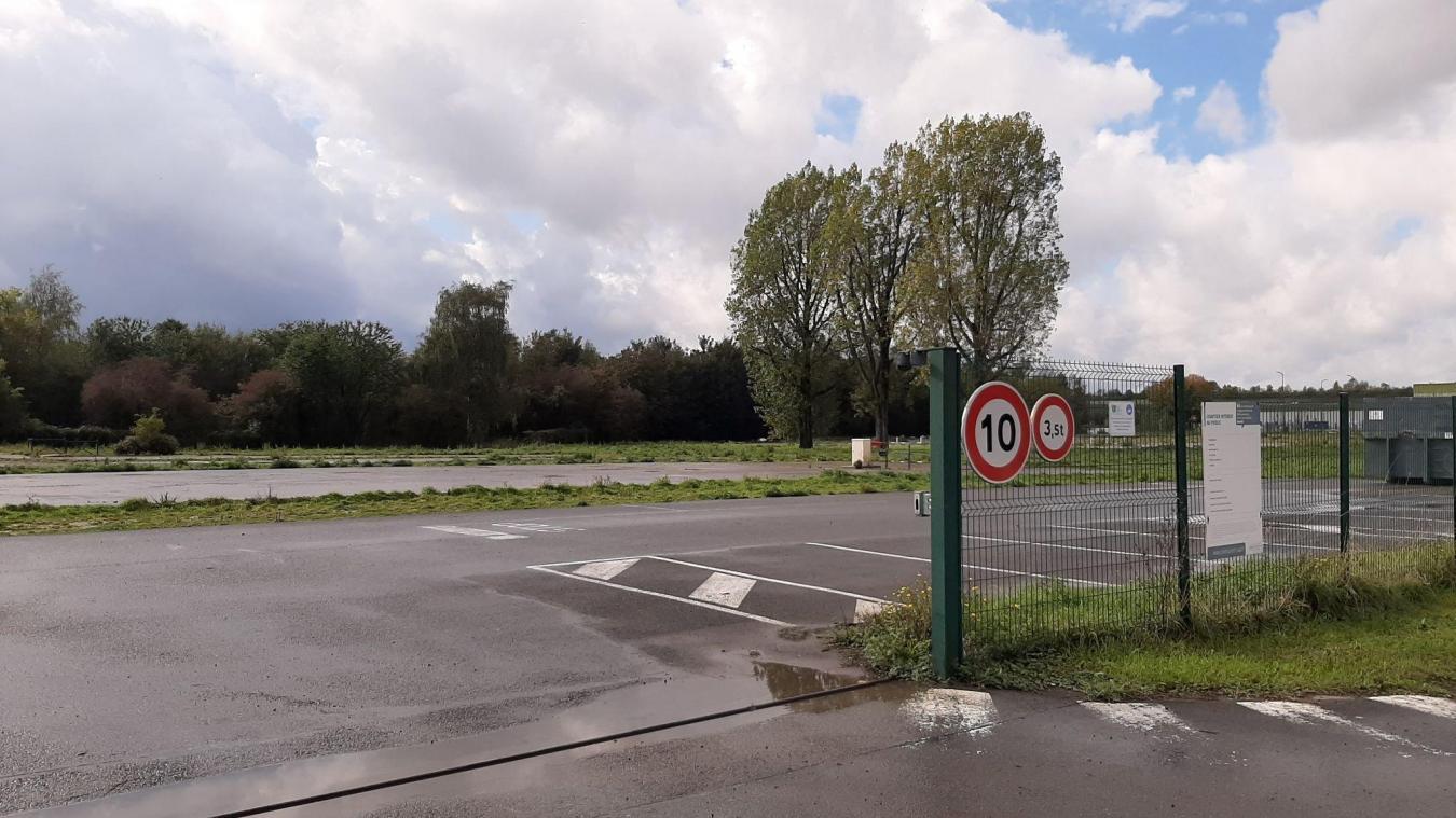 Le local technique devrait se trouver entre l'entrée du village et la zone industrielle, rue de Béthune.