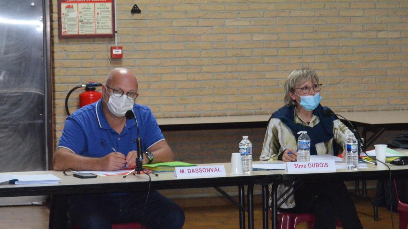 Carole Dubois, maire, et Michel Dassonval, premier adjoint ont accueilli les élus à la salle Jean-Monnet.