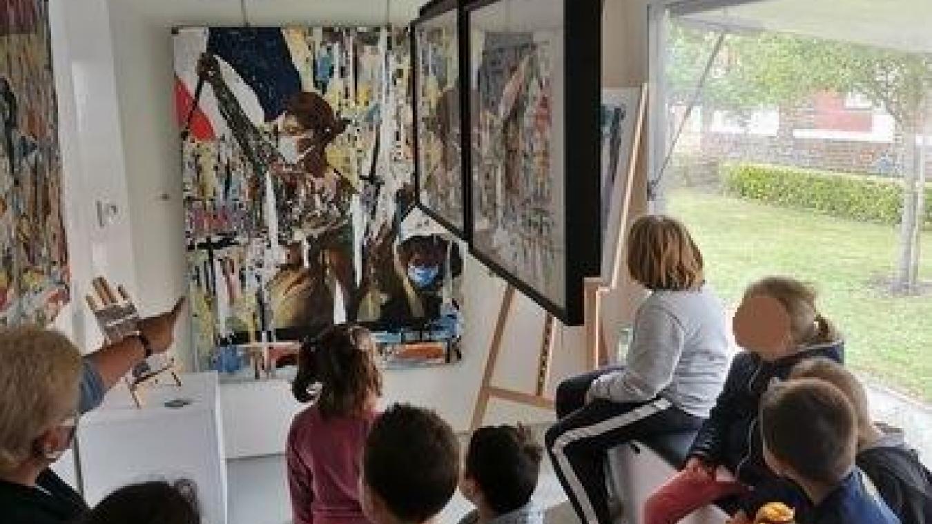 L'association La Galerie d'art mobile veut vulgariser l'art contemporain, dans les zones rurales et les zones urbaines sensibles. Elle va à la rencontre du public au moyen d'un véhicule aménagé en galerie d'art.