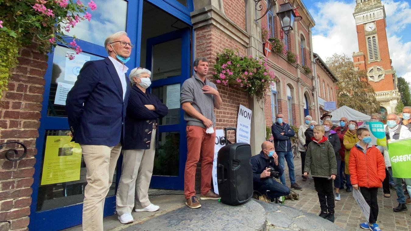Joël Devos, maire de Steenwerck, Pierrette Maillard, commissaire-enquêtrice, et Sébastien Faureau, président de l'association FLANER, ont fait part de leur point de vue devant la centaine de personnes présentes à la mobilisation, ce mercredi 7 octobre.