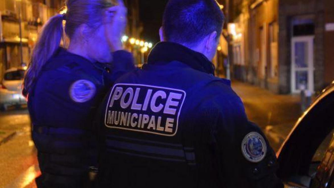 Les deux policiers ont été sérieusement blessés.