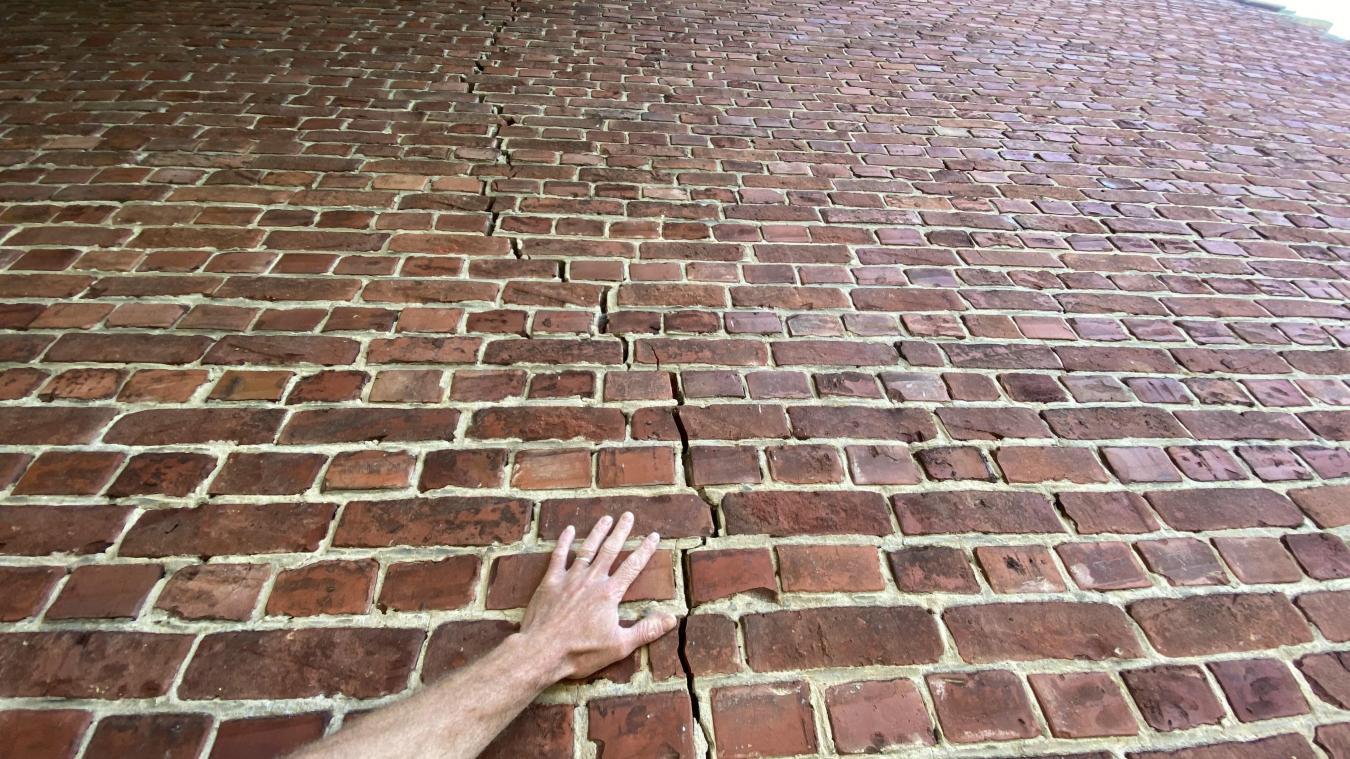Des fissures apparaissent sur les habitations. La non-reconnaissance en catastrophe naturelle empêche les demandes d'indemnisations des propriétaires.