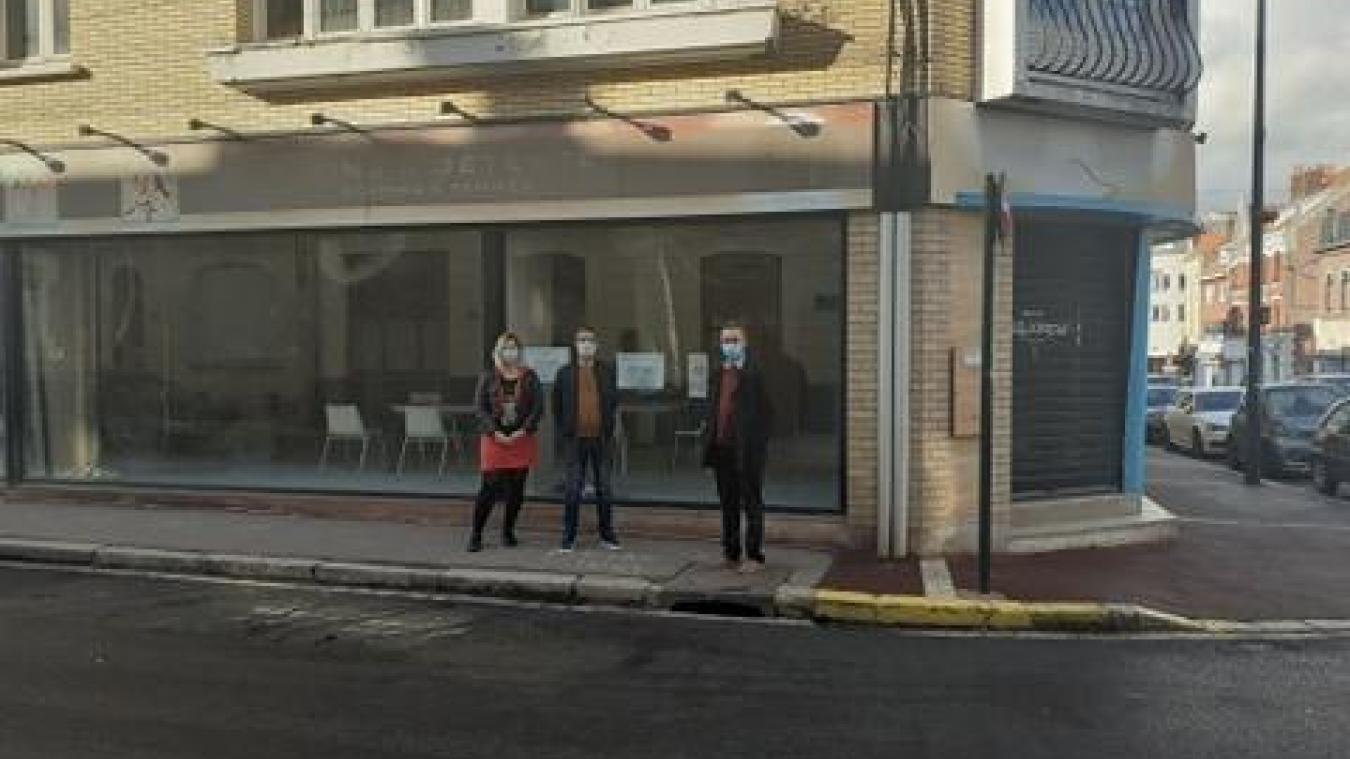 Marie-Charlotte Lento, Dominique Réal et Benoît Decq, porteurs du projet devant leurs futurs locaux.