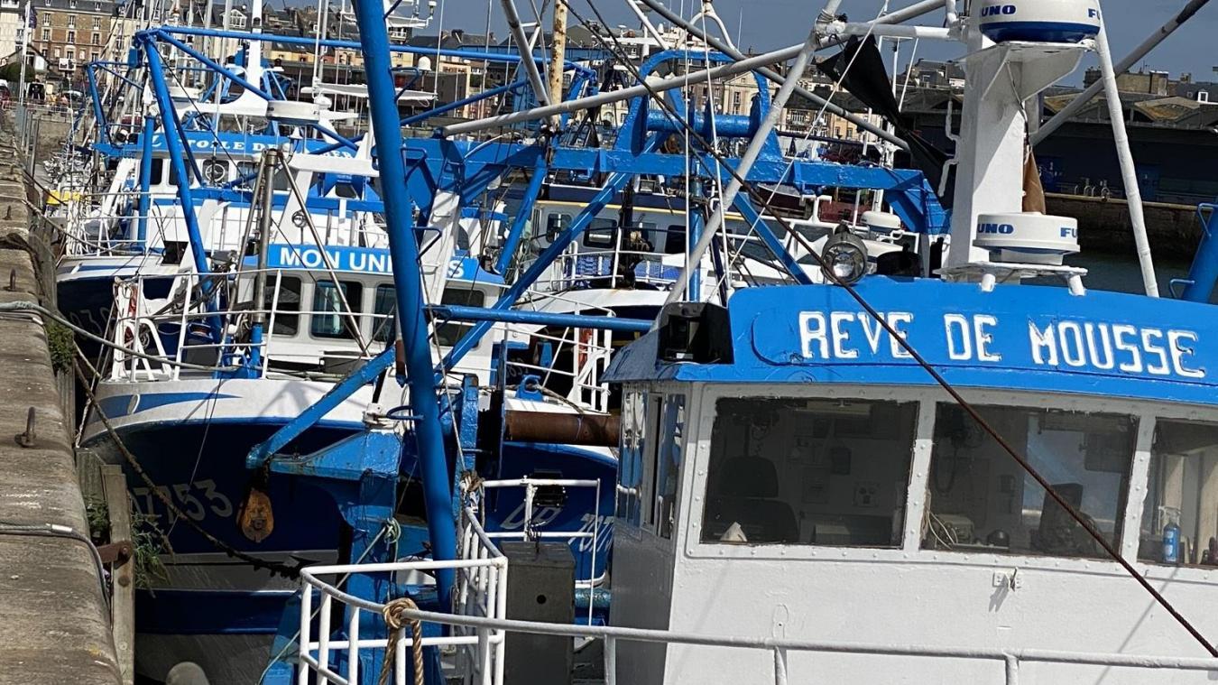 Les bateaux bleu et blanc de l'armement Favrou sont bien reconnaissables dans le port de Dieppe. Si les coquillards vont rester dans leur port d'attache, leurs propriétaires sont désormais boulonnais.