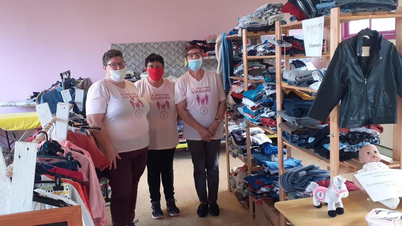Le vestiaire solidaire de la MJEP est tenu par une équipe de bénévoles, dont font partie Carole, Blandine et Martine.