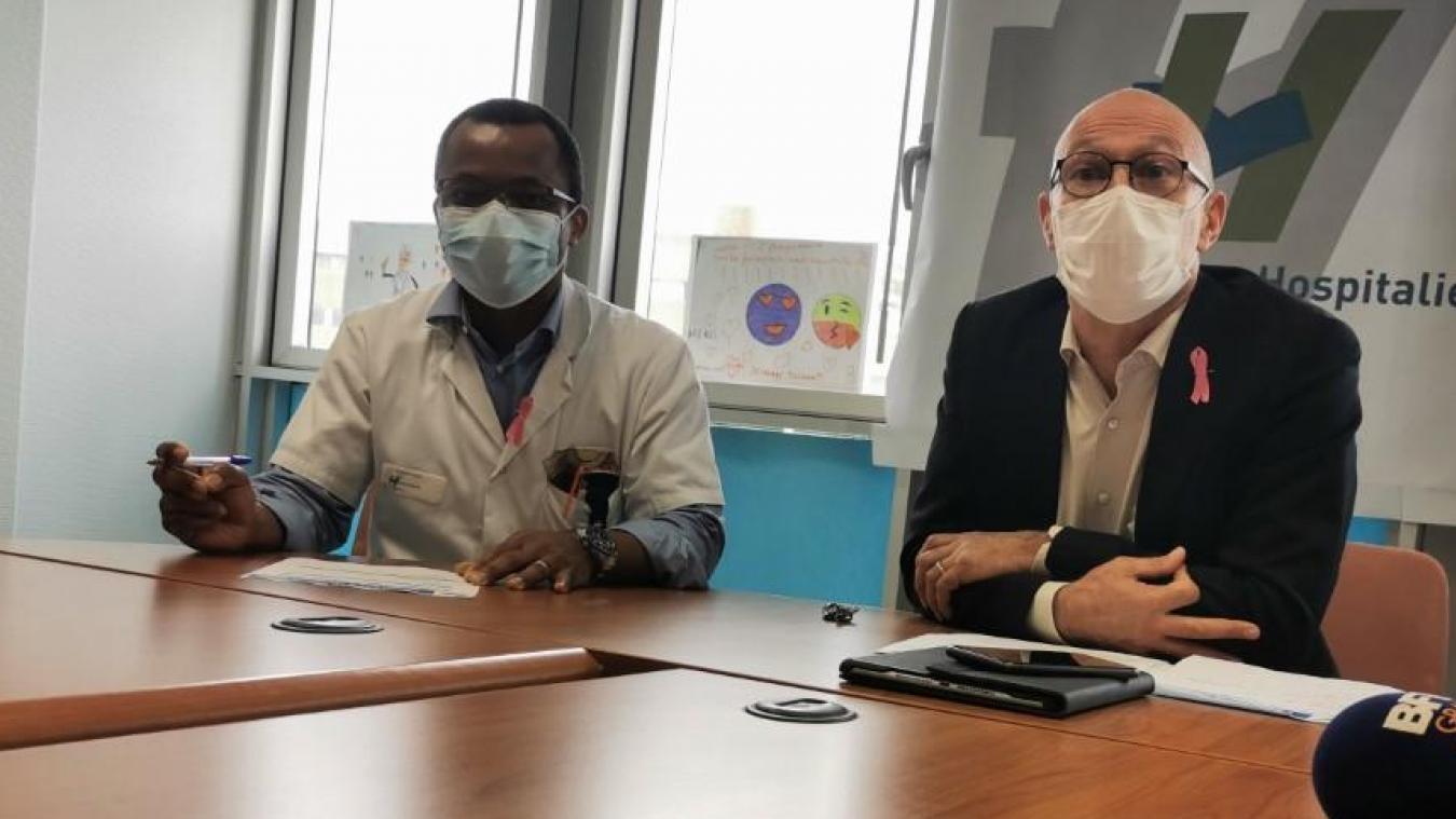Au cours de ce point presse, éric Fodzo (g.) et Yves Marlier ont indiqué qu'une grande campagne de vaccination contre la grippe allait être lancée au sein du personnel hospitalier. 1 000 doses ont d'ores et déjà été commandées.