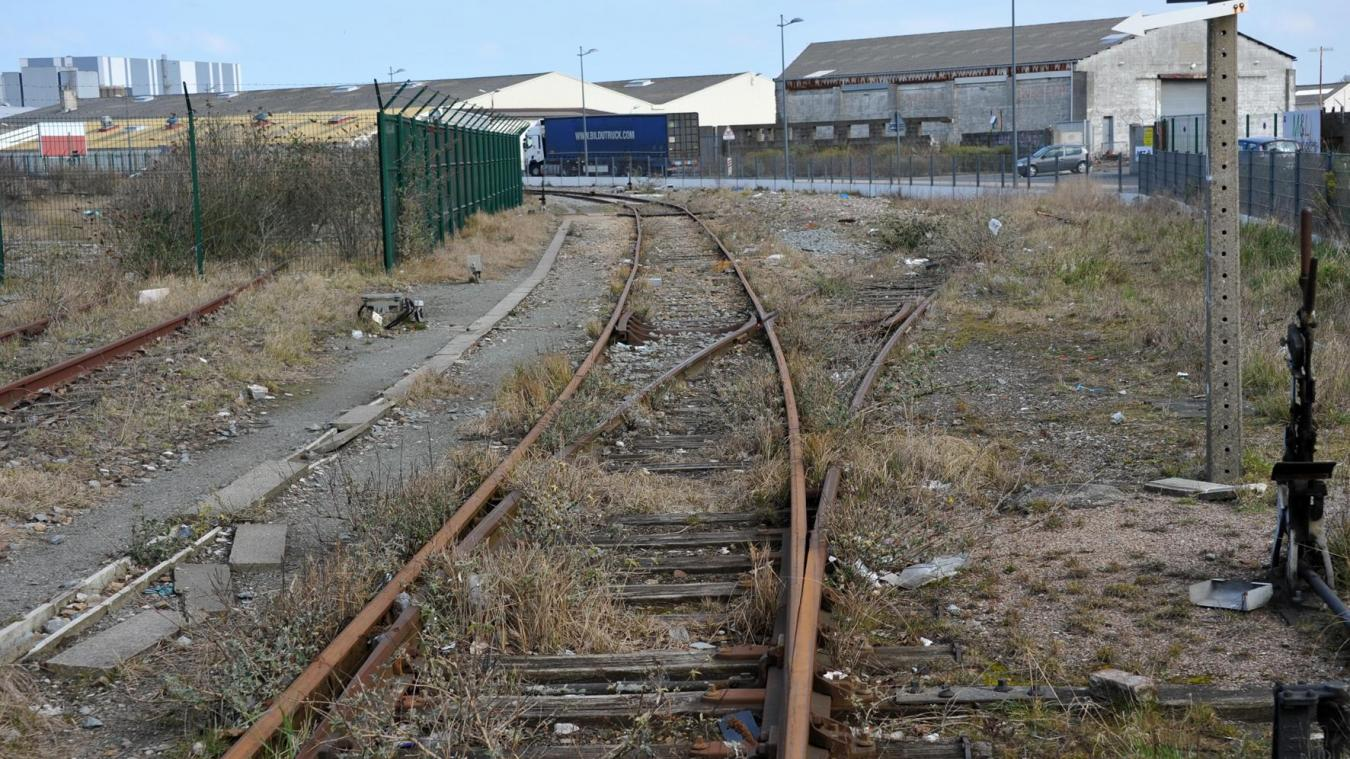 Le tracé alternatif comprend un détour par terrain d'Umicore, que ses propriétaires ont refusé de vendre aux conditions offertes par la Région.