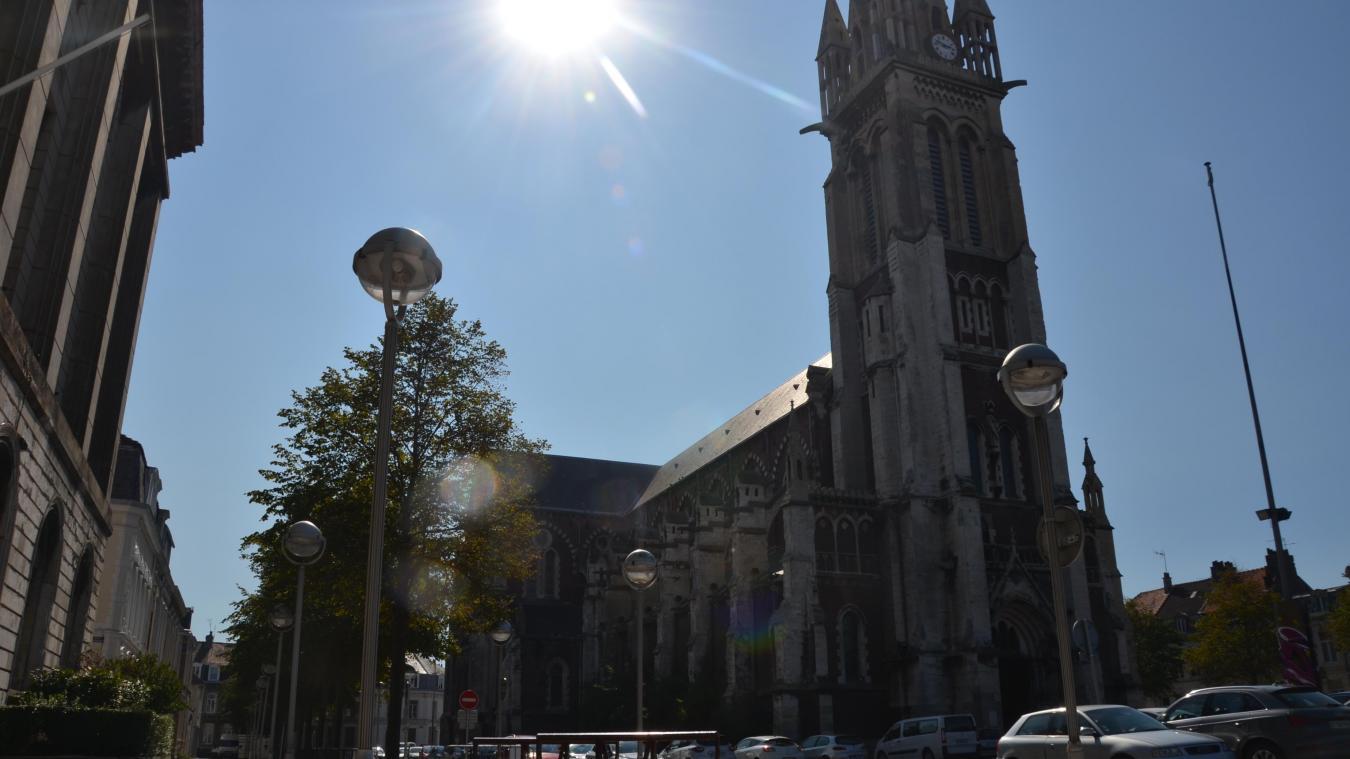 Qui va repeindre l'église Saint Pierre à Calais?