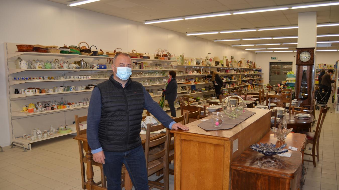 Sébastien Legrand dans la nouvelle boutique de Bourecq.