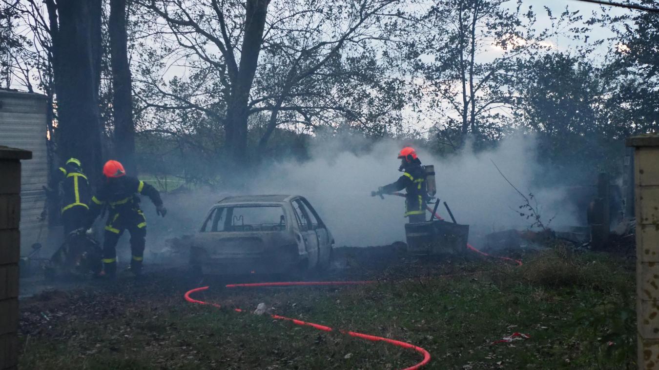 Deux bungalows partent en fumée route de Gravelines à Calais