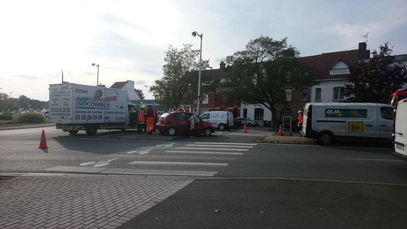 Accident Sur Le Rond Point D Auchan A Bethune