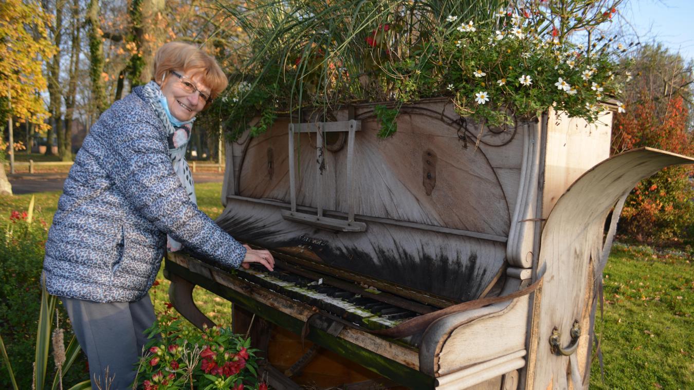 Chantal Bécue a revu ce piano 28 ans après l'avoir laissé dans sa classe à son départ à la retraite.