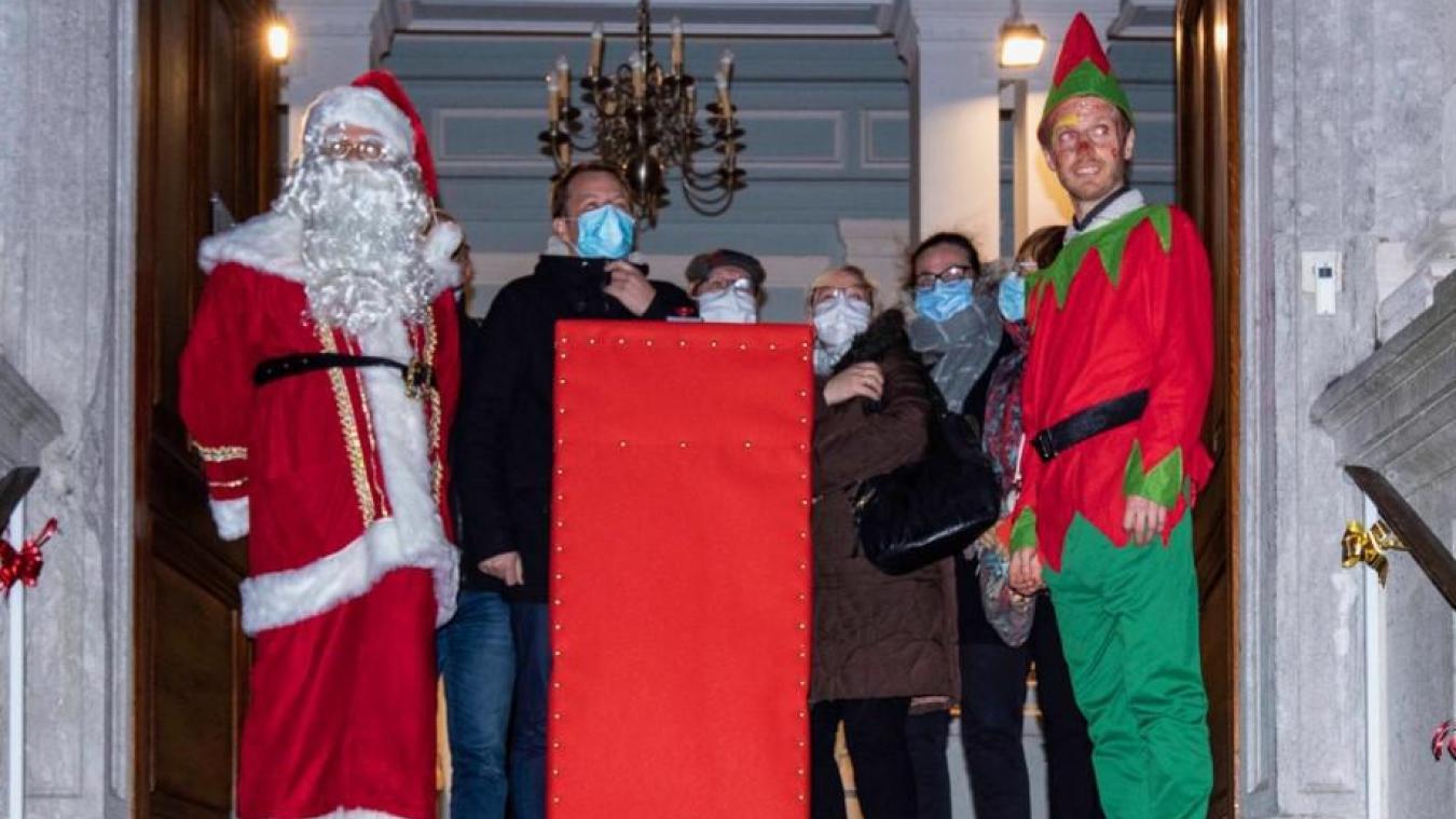 Le Père Noël était déjà venu pour inaugurer les nouvelles illuminations de la ville. (photo Jacky Devos)