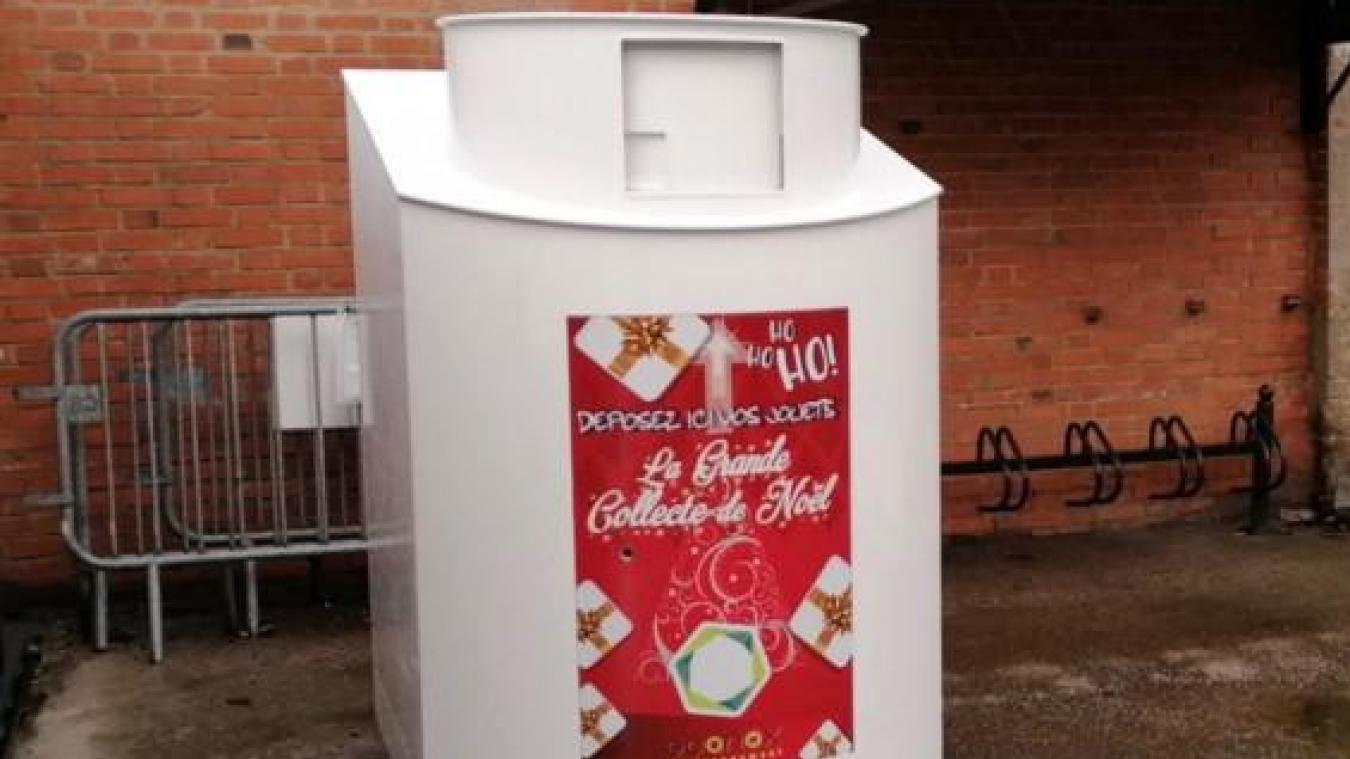 La box a été posée dans la cour de Coud'pouce Fripes&chic, rue Blanqui.