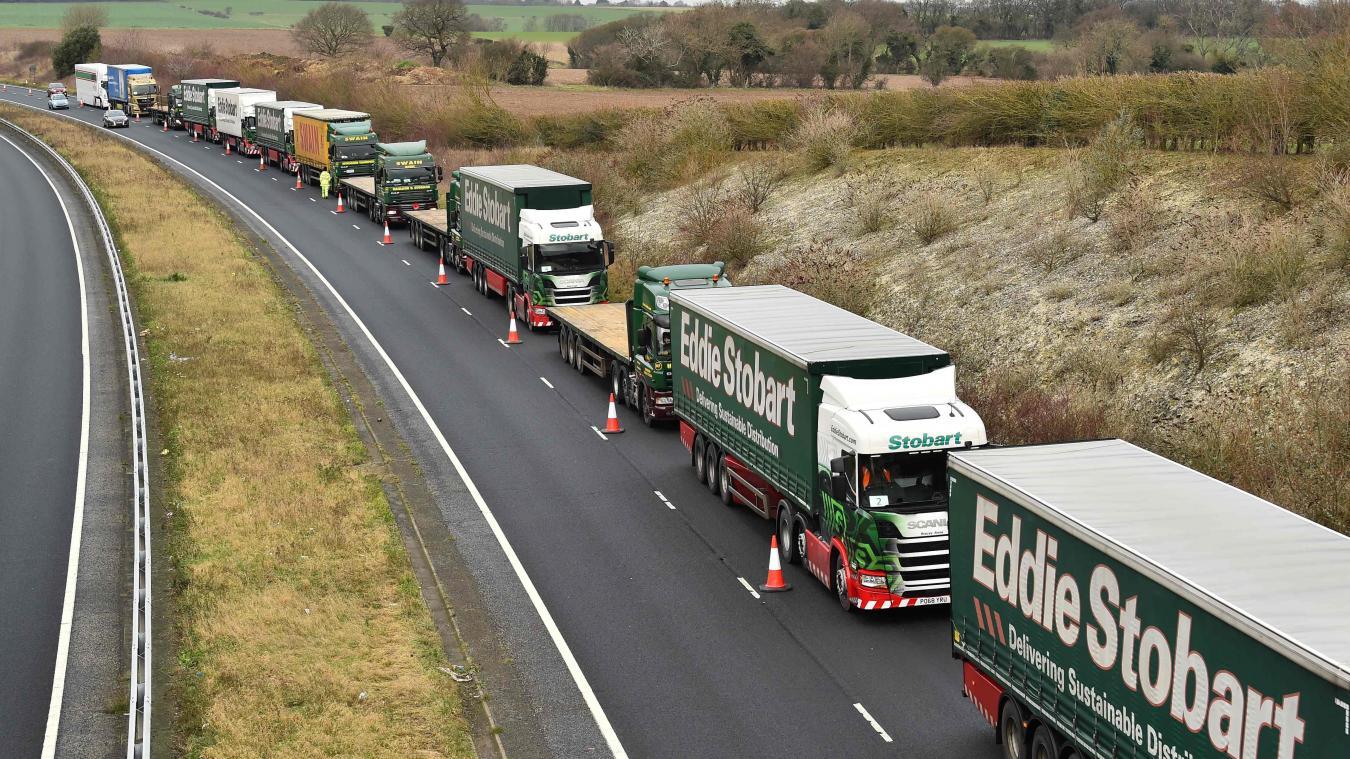 Les ports britanniques sont saturés de marchandises, ce qui se répercute à Calais...