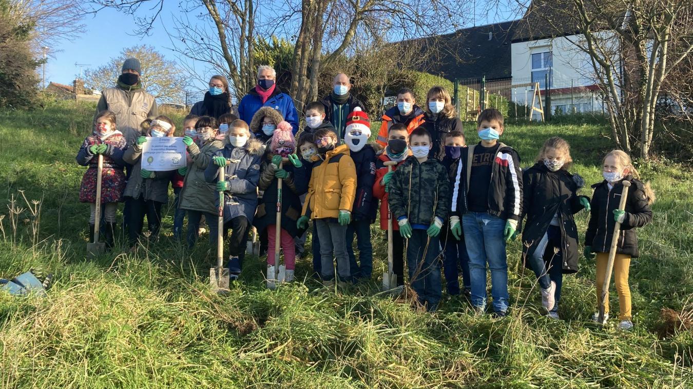 Les élèves de l'école Jean-Macé ont participé à l'opération  Plantons le décor .