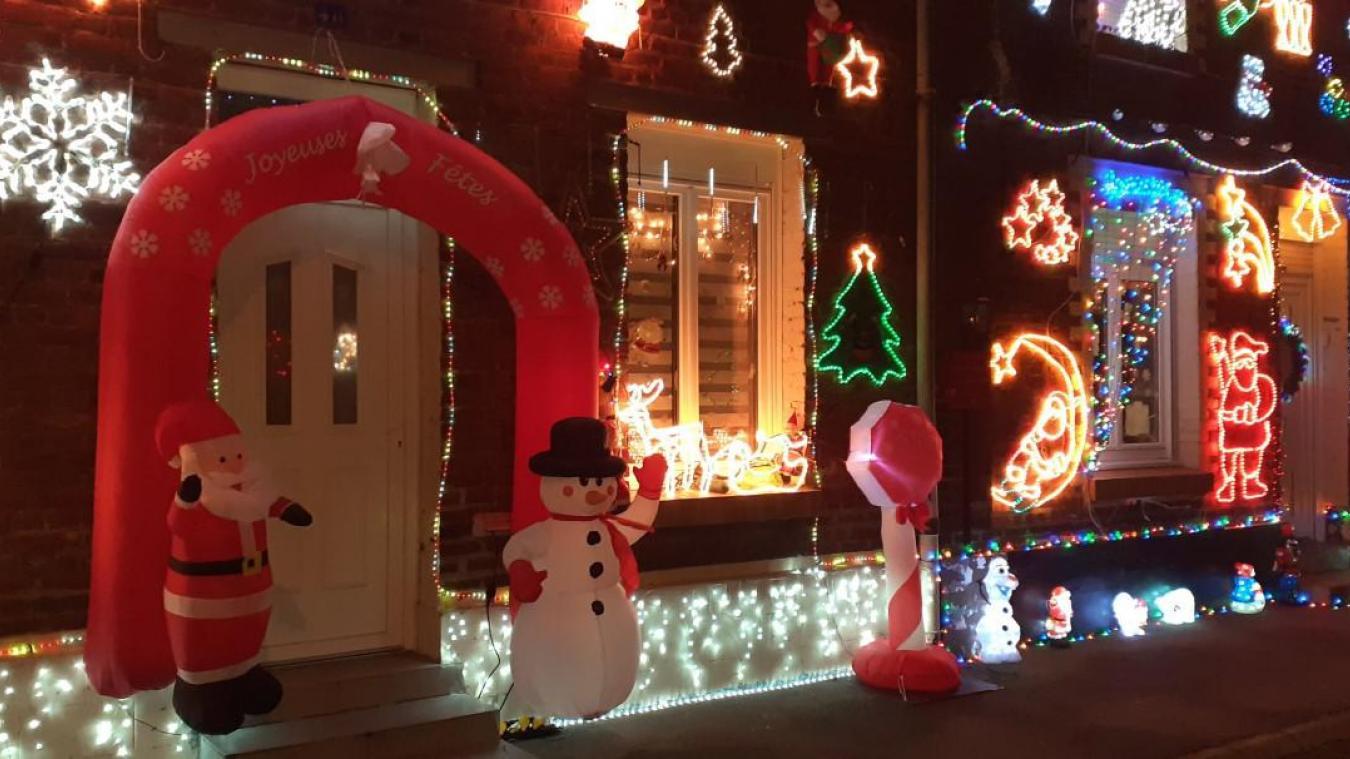L'arche gonflable attend d'accueillir le Père Noël.