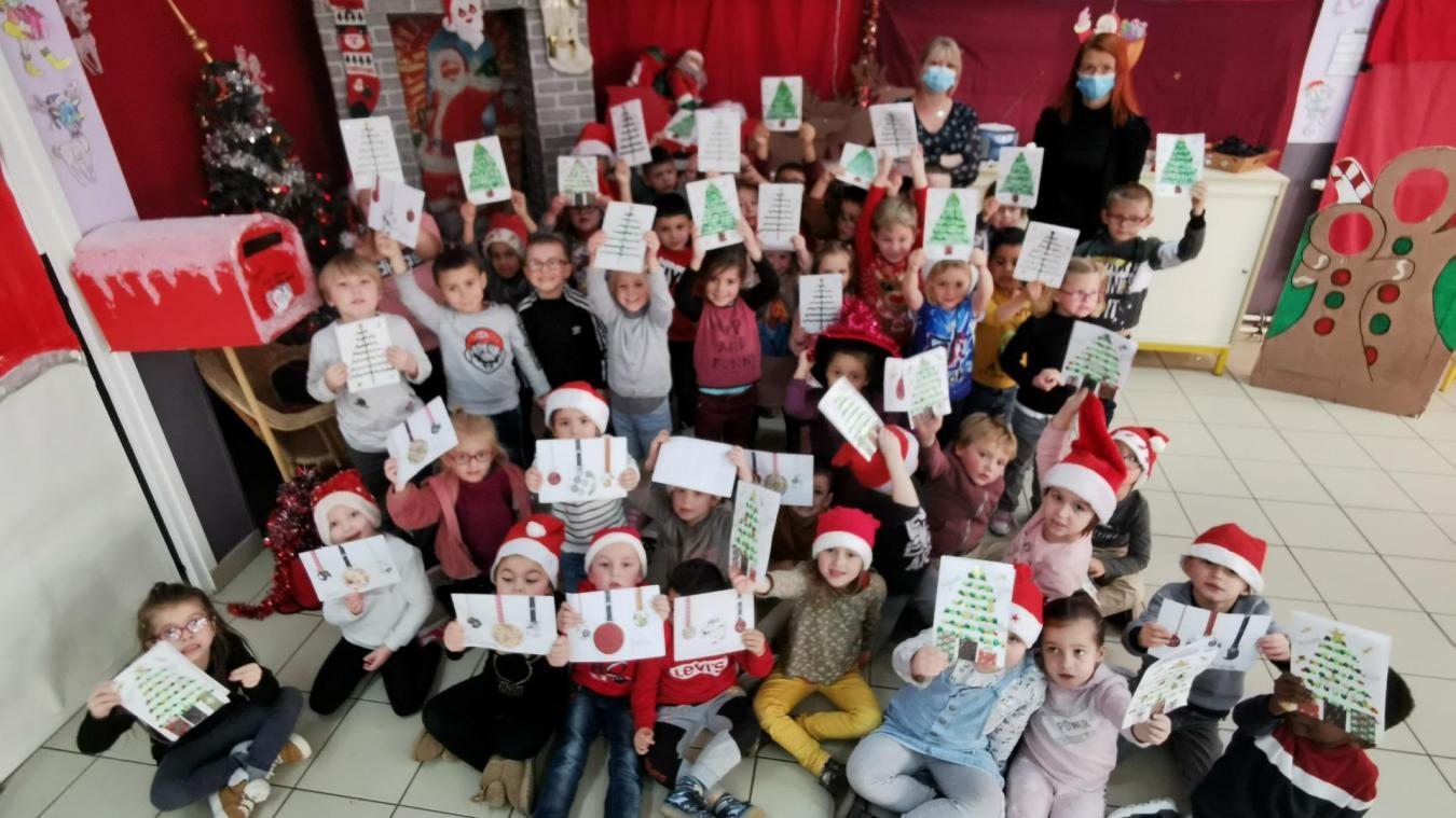 Les élèves de l'école Saint Exupéry créent des cartes de vœux pour les personnes isolées
