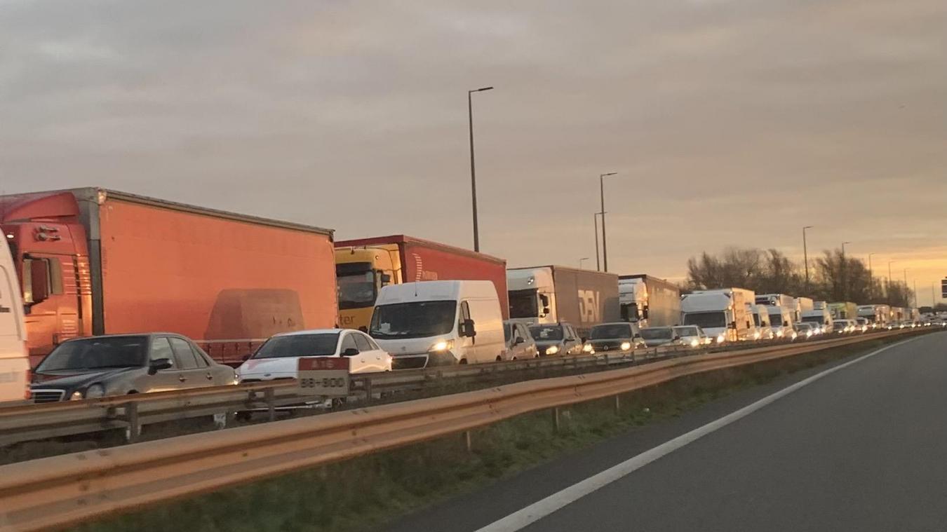 Dunkerque – Calais : plus de quatre heures d'attente, c'est la galère sur l'A16 !