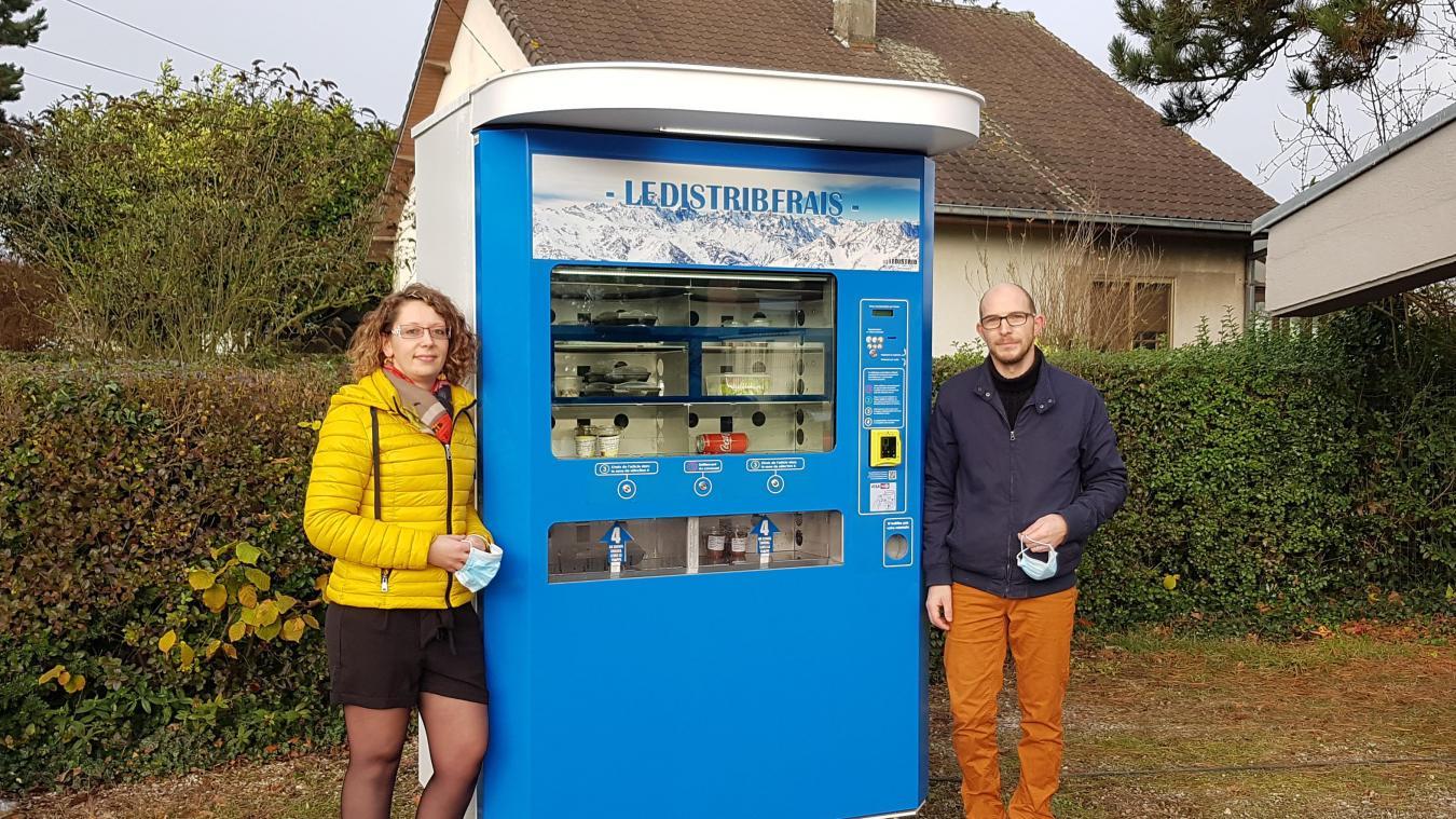 Le Distribfrais, nom du distributeur, est installé sur le parking de Nel Fleur à Norrent-Fontes.