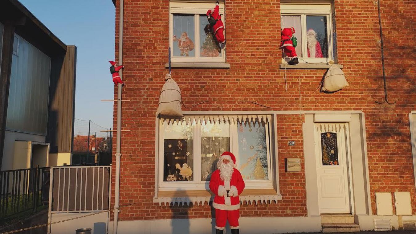 Les enfants peuvent être pris en photo avec le père Noël, ou lui déposer une lettre.