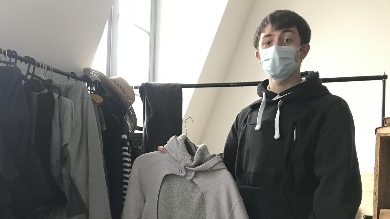 Thomas est un autodidacte en couture, convaincu que tout se transforme. Il donne vie à des vieux vêtements, parfois abîmés.