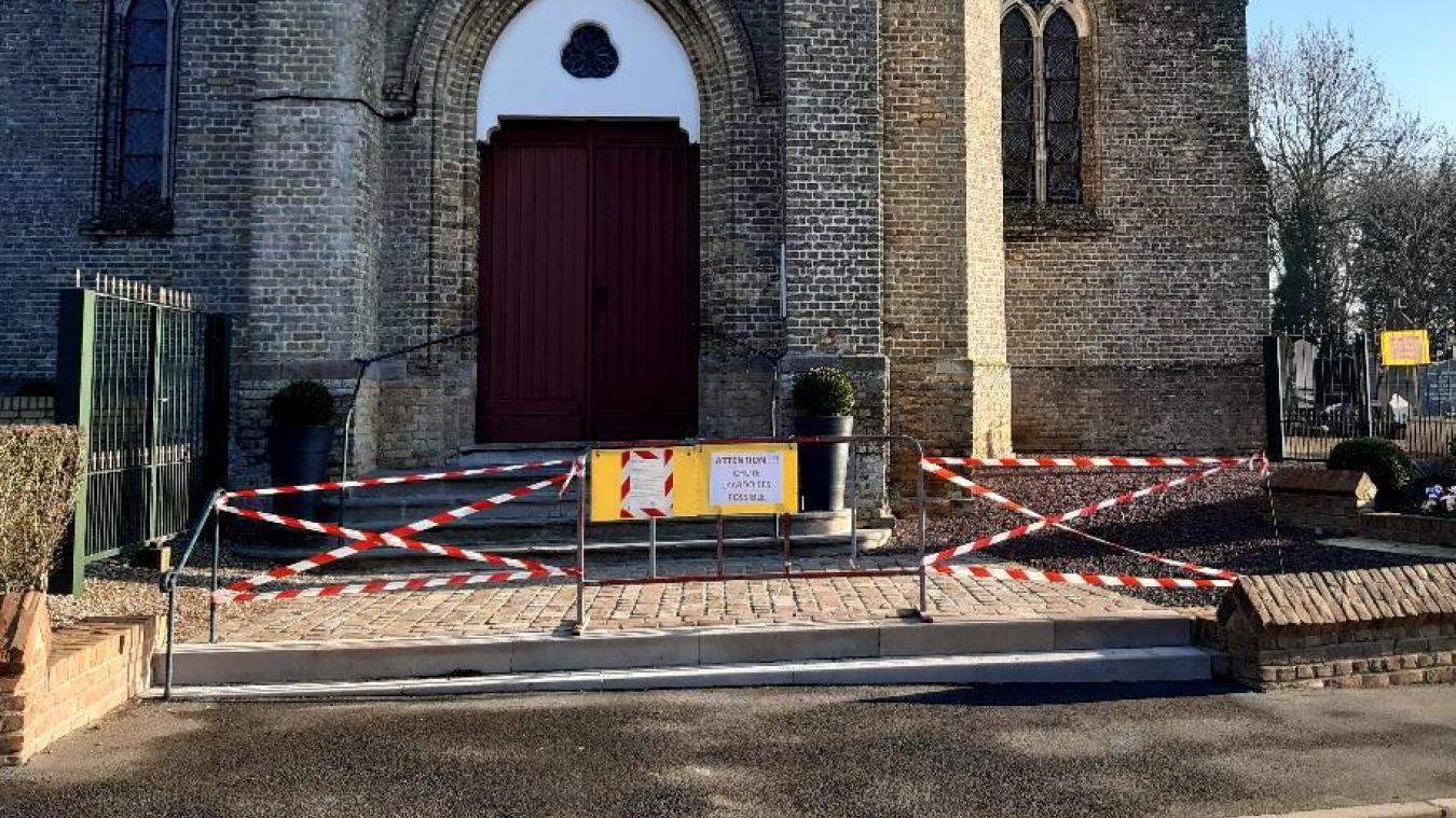 Pour la sécurité des habitants, la commune a décidé de fermer temporairement l'église jusqu'au mois de février. Le cimetière reste, quant à lui, ouvert.