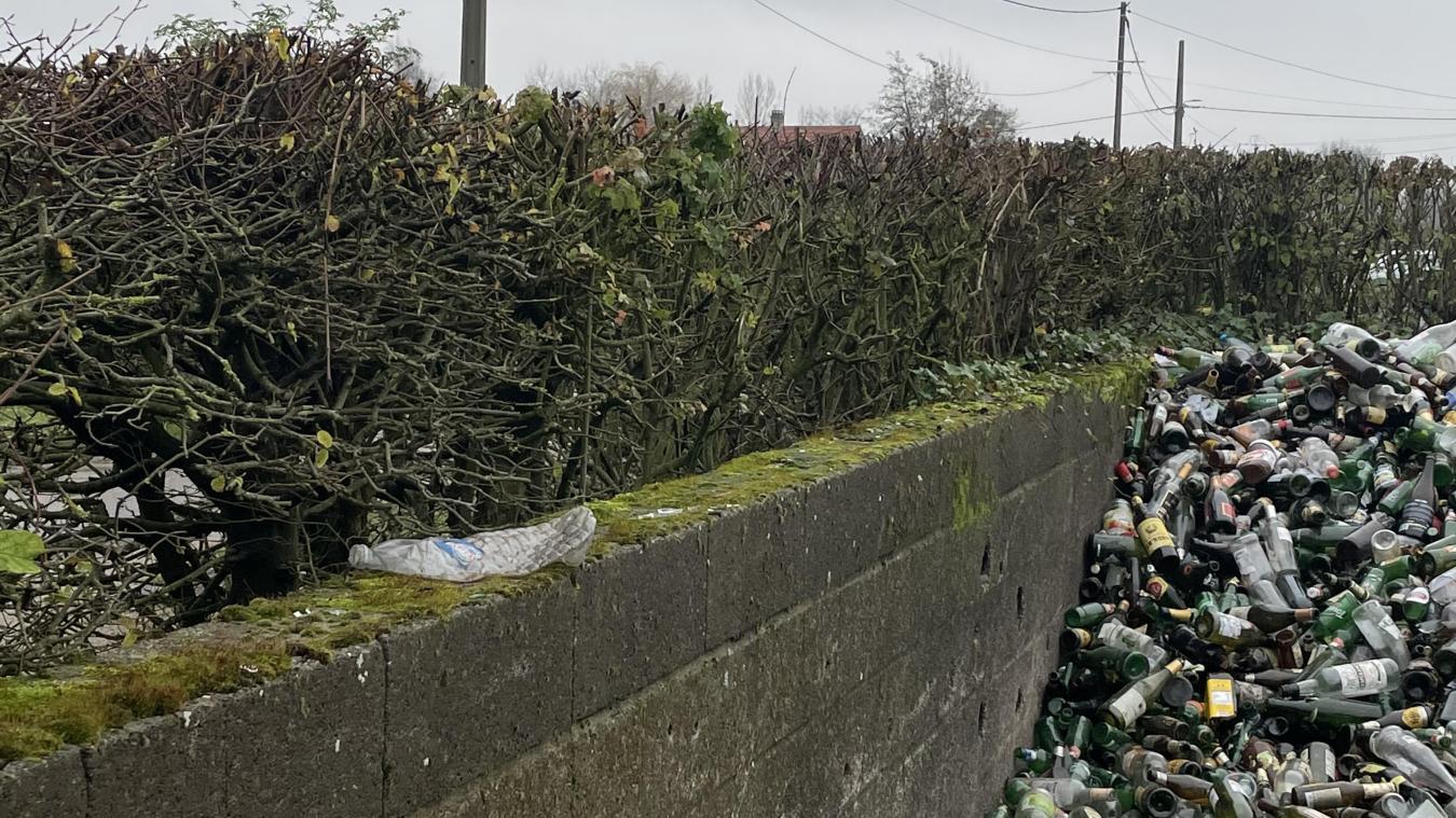 Herzeele en colère contre le dépôt de verre et... de déchets en tout genre
