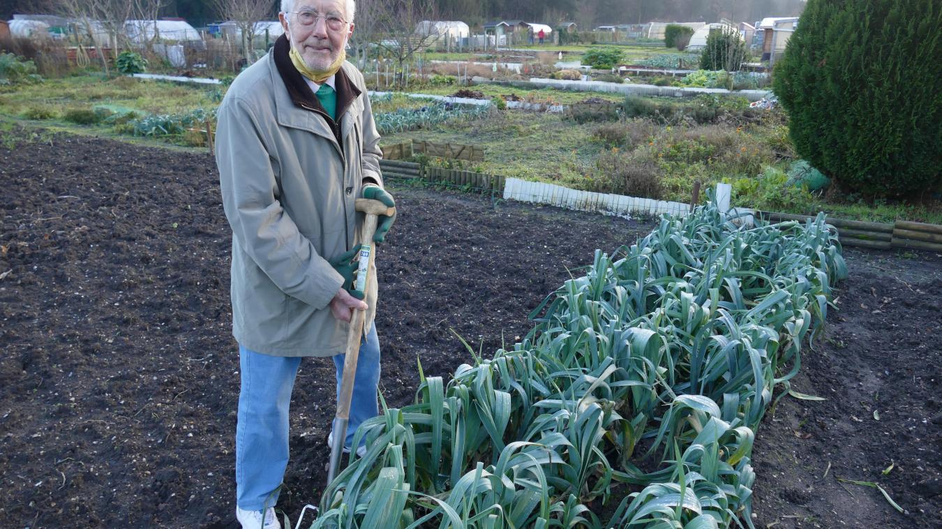 À 96 ans, Pierre Godfroid est le doyen du jardin ouvrier du Touquet
