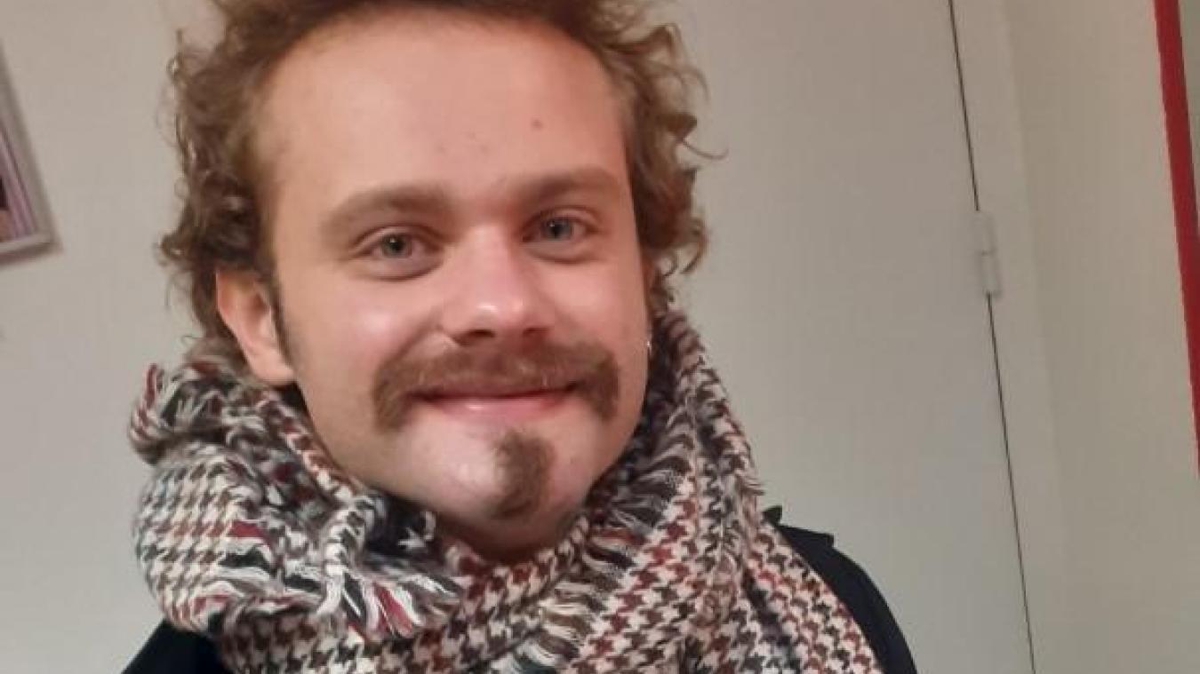 Musicien, professeur de guitare à domicile, auteur-compositeur, écrivain... Le jeune Isberguois de 27 ans aime la création.
