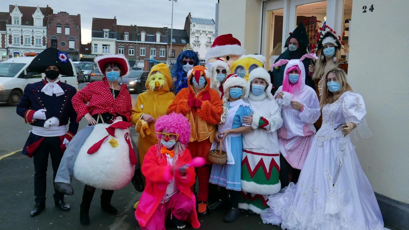 Les personnages multicolores ont animé le carrefour pour fêter les vacances.
