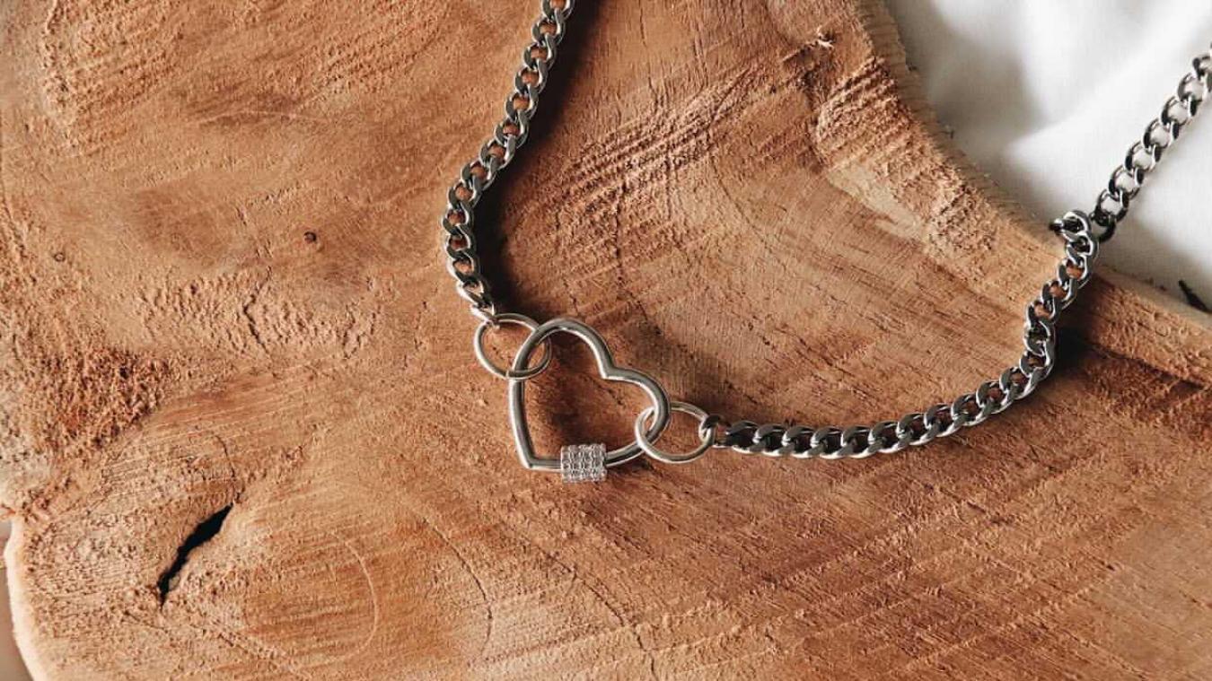 Le collier Fanie fait partie des bijoux que Margot confectionne.