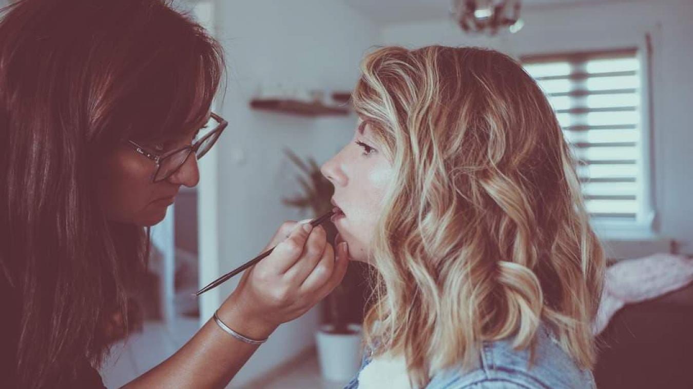 Julie Grave a créé son entreprise spécialisée dans la coiffure et le maquillage de mariage en 2019.