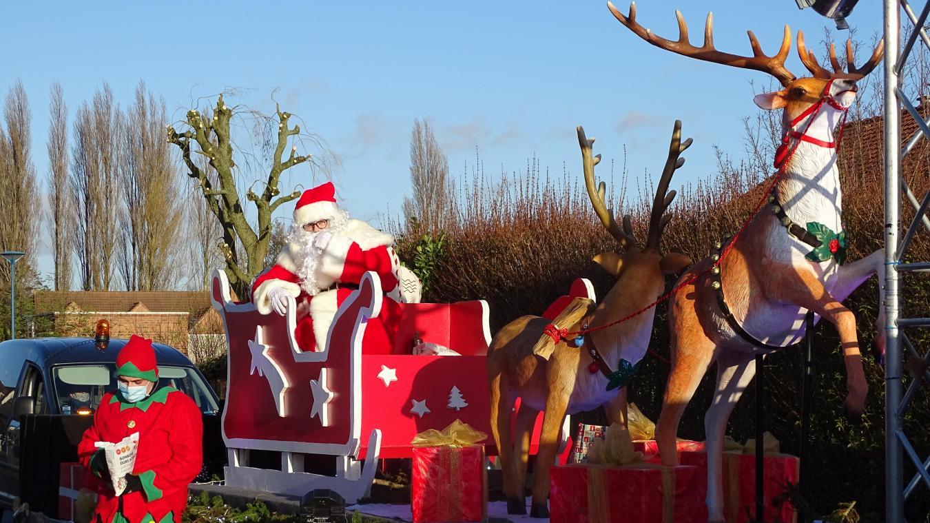 Le père Noël a même pu distribuer des bonbons aux petits Laventinois.