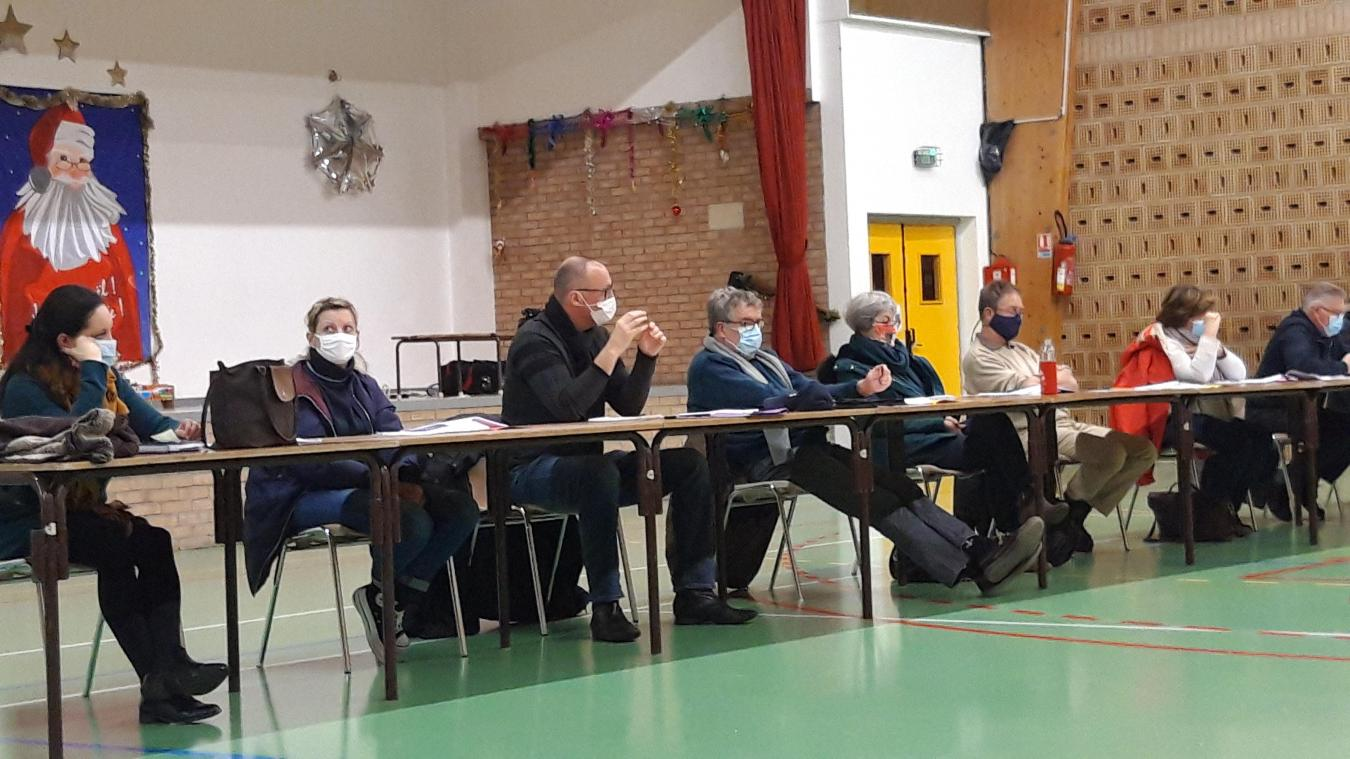 Ludovic Fontaine (au centre) a prévenu la sous-préfecture de l'absence de pages du procès verbal du dernier conseil municipal.
