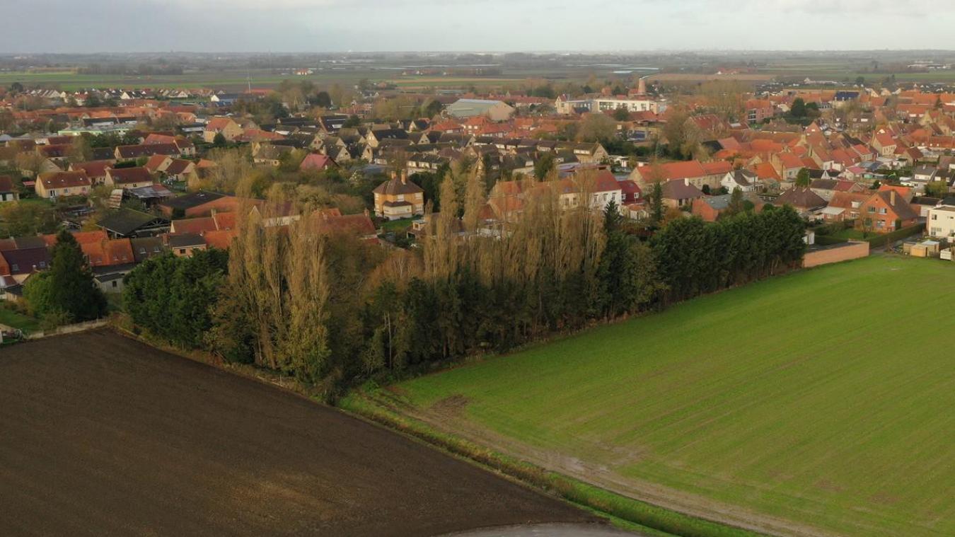 C'est toute la partie boisée que la Municipalité va acquérir, à un habitant qui ne peut plus s'en occuper. Ce terrain avait été vendu par l'ancienne Municipalité, dans les années 1960-70...