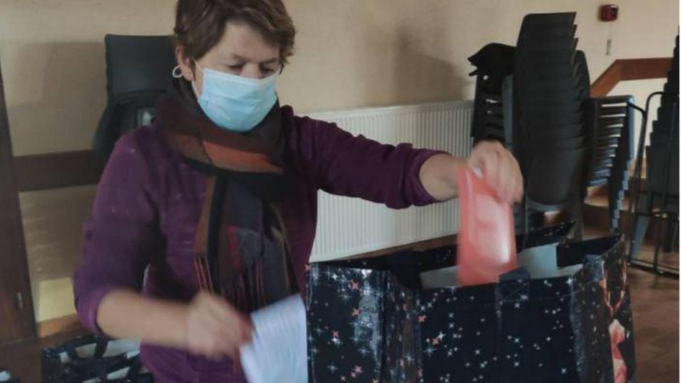 Martine Potot, active bénévole, a participé à la conception des colis.