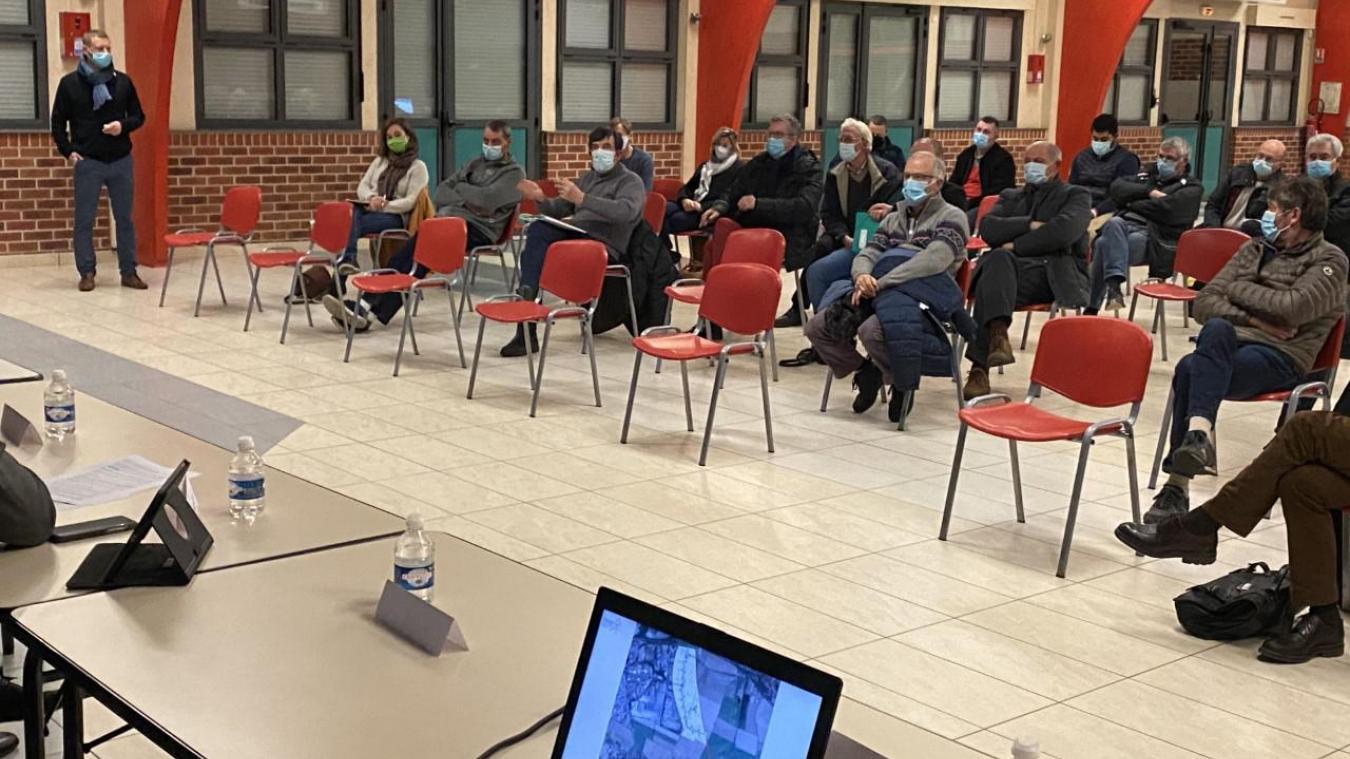 Une trentaine de personnes a assisté à la réunion publique. Des riverains de la zone mais aussi quelques agriculteurs.