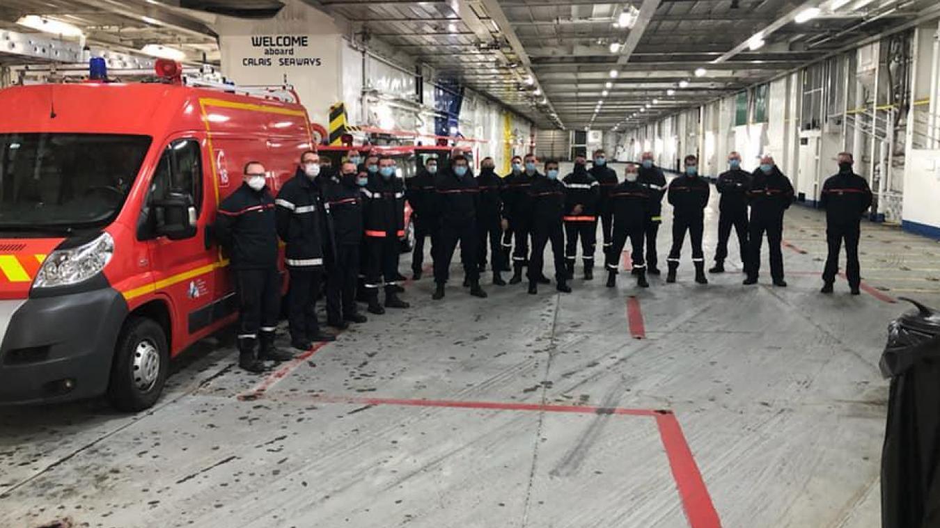 Une colonne de 25 sapeurs-pompiers du Pas-de-Calais, dirigée par le lieutenant-colonel Olivier Loison, a pris le départ pour Douvres ce 25 décembre au petit matin. ©