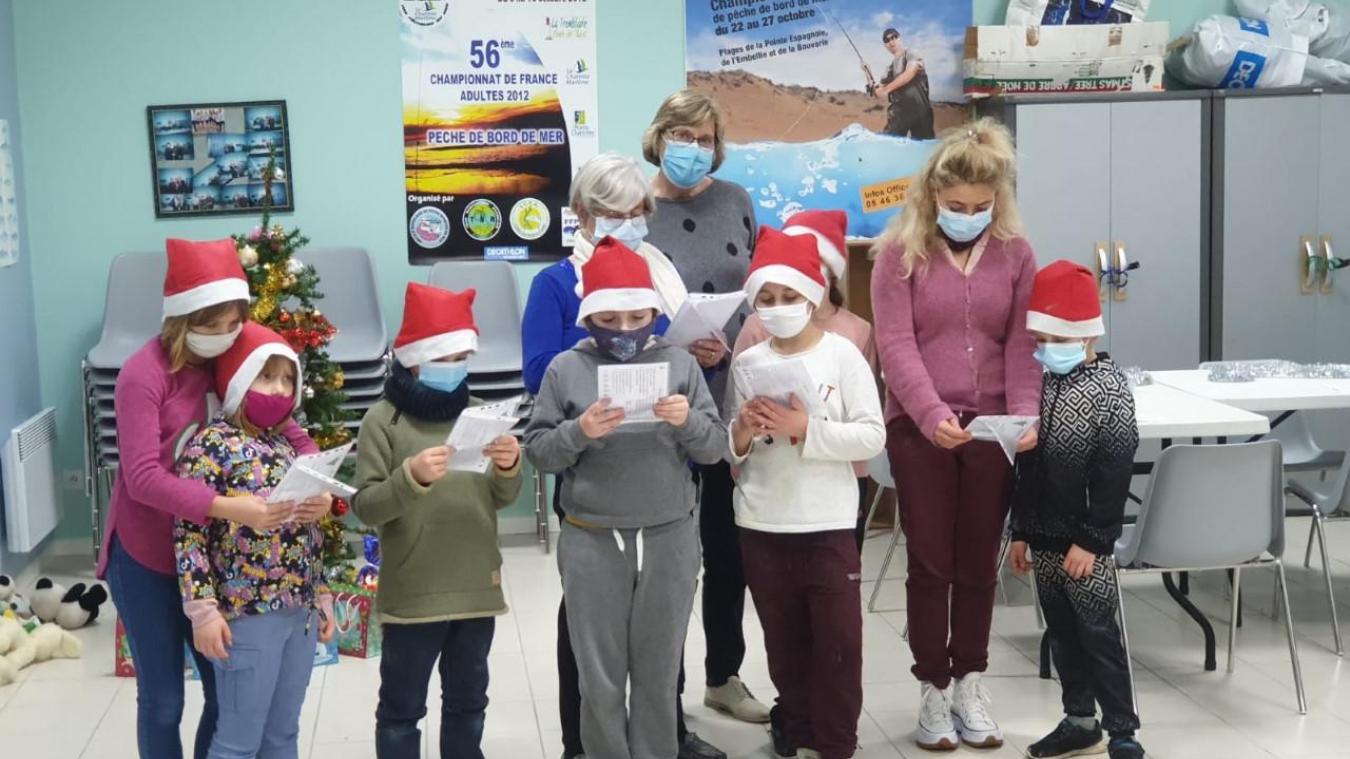 Les enfants pendant la fête de Noël organisée par les Restos du Cœur, mardi 15 décembre.