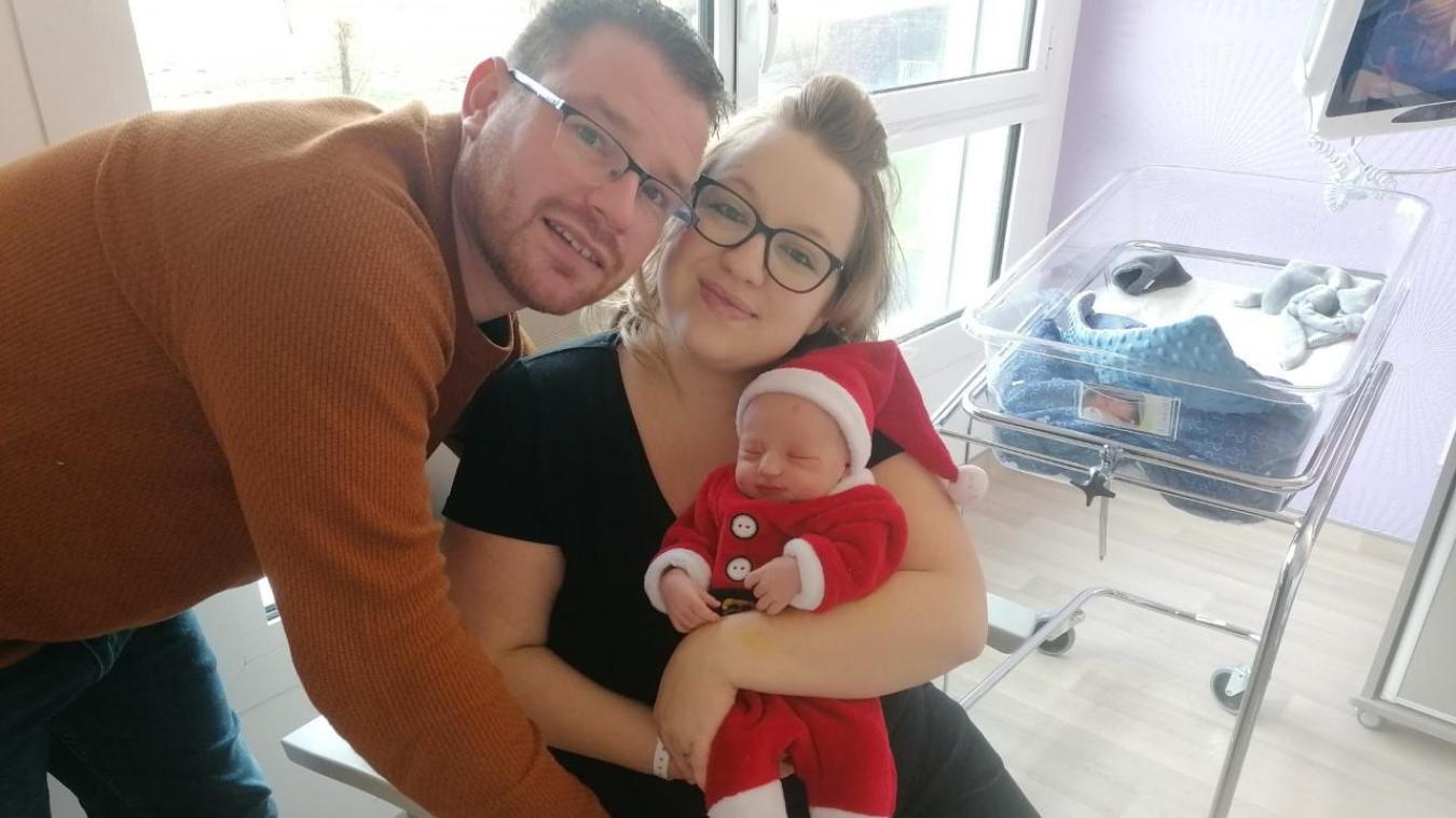 Louis est le bébé de Noël à la maternité
