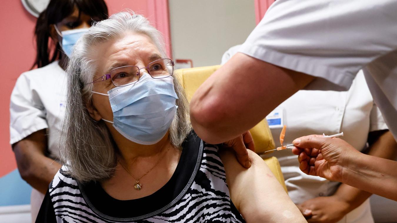 Mauricette, ancienne aide ménagère de 78ans, est la première personne vaccinée contre le Covid-19 en France.